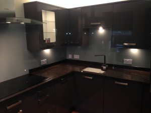 LIGHT GREY GLASS SPLASH BACK